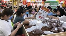 TP.HCM: Siêu thị đông kín người sắm Tết sớm giữa mùa Covid-19