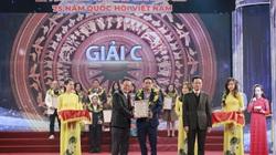Ảnh: Báo Nông thôn Ngày nay/Dân Việt đoạt giải C tại Lễ trao Giải báo chí 75 năm Quốc hội Việt Nam