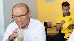 Vì sao khi căng thẳng, thầy Park có thể uống tới 10 ly cà phê?