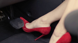 Kinh nghiệm đặt chân phanh chân ga đúng cho lái mới