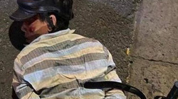 Cô gái rượt đuổi, tông thẳng xe máy vào 2 tên cướp