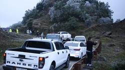 ẢNH: Nhiều người lên đỉnh Mẫu Sơn xem băng tuyết gây ùn tắc giao thông