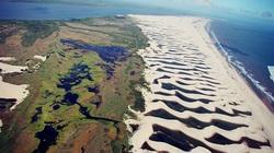 Những đầm phá đẹp lung linh nằm giữa cồn cát ở Brazil