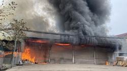 """Thái Nguyên: """"Bà hỏa"""" thiêu rụi nhà xưởng rộng 100m2, thiệt hại ước 30 tỷ đồng"""