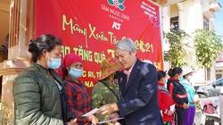 """Kon Tum: Một doanh nghiệp trồng, kinh doanh sâm """"Quốc bảo"""" tặng 125 con heo, 600 suất quà cho dân ở chân núi Ngọc Linh"""