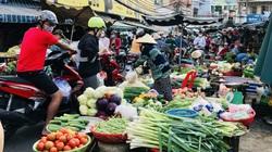 """TP.HCM: Chợ, siêu thị đông nghẹt ngày 29 Tết, tiểu thương vui vì """"Tết tới thật rồi"""""""