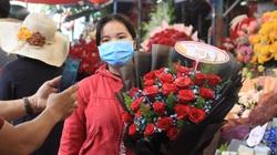 """TP.HCM: Valentine rơi cảnh """"chợ chiều"""", 2 ngày bán được 2 bó hoa và vài con gấu bông"""