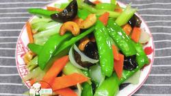 Rau thập cẩm xào hạt điều, màu sắc tươi đẹp, ăn ngon hơn thịt