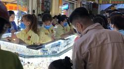 TP.HCM: Mua vàng cầu may trước ngày vía Thần Tài, trâu vàng lên kệ chờ người mua