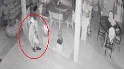 Trộm thoát y vào nhà dân trong đêm