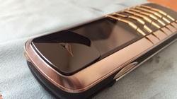 Chiếc điện thoại Vertu xa xỉ đầu tiên đến tay giới đại gia