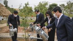 Bộ trưởng Bộ NNPTNT trồng cây tại khu bảo tồn loài cây mà nông dân nào cũng thấy quen thuộc