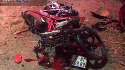Va chạm lúc nửa đêm, 2 xe máy biến dạng, 2 người tử vong