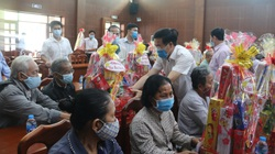 Ông Võ Văn Thưởng tặng quà tết cho gia đình chính sách tại Đồng Nai