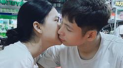 """Đăng ảnh hôn Ngọc Trinh, """"phi công"""" SHB Đà Nẵng làm thơ lãng mạn"""