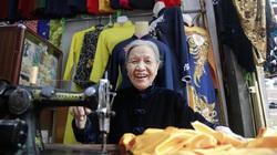 """Người phụ nữ 70 năm """"thổi hồn"""" tà áo dài truyền thống"""