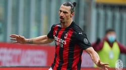 Ibrahimovic vượt mốc 500 bàn cấp CLB, AC Milan giành lại ngôi đầu Serie A