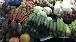 Đà Nẵng: Cận Tết giá rau xanh rẻ như cho, củ quả liên tục leo thang