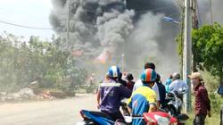 Clip: Nhà dân bốc cháy kèm tiếng nổ lớn ở TP.Thủ Đức