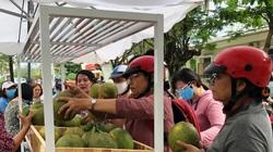 """Khánh Hòa: Ra tay """"giải cứu"""" 70 tấn bưởi da xanh giúp nông dân, người Nha Trang xúm vô mua ăn khen tấm tắc"""