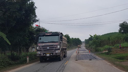 Công an tỉnh Nghệ An xử lý xe quá khổ, quá tải sau phản ánh của Dân Việt