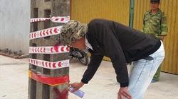 Hàng chục cột điện ở Ninh Bình nằm lừng lững giữa đường:  Thi công gấp cả ban đêm để di dời cột điện