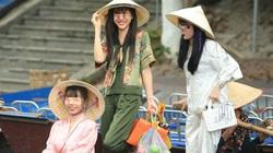 """Phớt lờ lời nhắc nhở, nhiều du khách """"quên"""" đeo khẩu trang khi tham quan chùa Hương"""