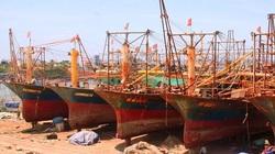 """Bình Định: """"Tàu 67"""" chục tỷ đồng của ngư dân lại hư hỏng trên biển sau nhiều lần nằm bờ"""