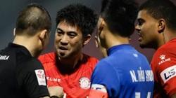 """Clip: Trọng tài """"ra tay"""", Lee Nguyễn mất ngay... pha kiến tạo thành bàn"""