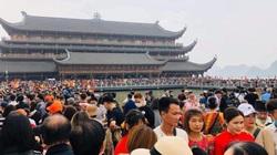5 vạn người chen chân đi lễ chùa Tam Chúc: Hà Nam đã có giải pháp xử lý