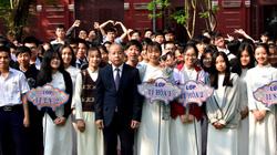 Học sinh nói lời xúc động với Chủ tịch Thừa Thiên-Huế tại buổi chào cờ đầu tuần