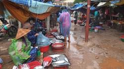 Quảng Trị: Chợ 3,9 tỷ đồng bị bỏ hoang, dân bán ở chợ xép nhếch nhác