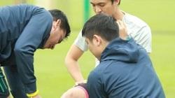 """""""Ronaldinho Việt Nam"""" chấn thương, HLV Kiatisak lập tức """"ra tay"""""""