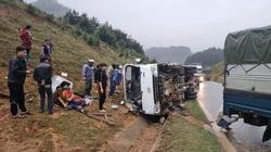 Xe tải mất lái đâm vào taluy đường khiến 7 người tử vong