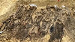 Ngôi mộ tập thể từ thời Đức Quốc xã với hơn 25 bộ xương được phát hiện sâu trong rừng