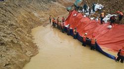 Ngăn đập, tạo dòng chảy mới trên suối Rào Trăng, tiếp tục tìm kiếm 11 thi thể còn lại