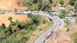 Tạm ngừng lưu thông trên đèo Bảo Lộc, cứu hộ xe container lao xuống vực sâu