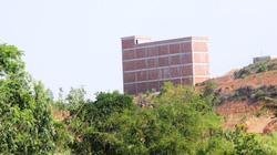 """Công trình trái phép """"đồ sộ"""" trên đất rừng ở Bình Định: Bị """"tuýt còi"""" từ móng, nhà 4 tầng vẫn """"mọc"""" lên"""