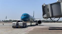 Cận cảnh chuyến bay Vietnam Airlines chở công dân từ Myanmar về nước