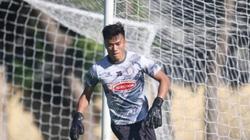 Thủ môn Bùi Tiến Dũng bất ngờ ghi điểm với HLV Mano Polking
