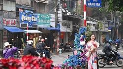 Cột đèn 'nở hoa' giữa trung tâm Hà Nội