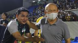 """Tin sáng (11/4): Báo Thái Lan lo lắng khi Kiatisak thành """"trợ lý"""" của HLV Park"""