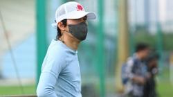"""Ảnh: HLV người Hàn Quốc """"đột nhập"""" buổi tập của Quang Hải và đồng đội"""