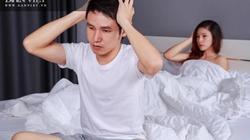 Bức xúc vì chồng làm chuyện chăn gối như hành xác, vừa làm vừa tính giờ
