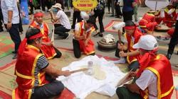 Giỗ tổ Hùng Vương: Đã mắt xem nghệ nhân thi gói, nấu bánh chưng, giã bánh giầy