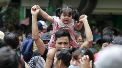 Hà Nội: Người dân chen lấn, xếp hàng dài để vào công viên Thủ Lệ ngày nghỉ lễ giỗ Tổ Hùng Vương