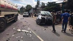Va chạm với xe bồn, ôtô 7 chỗ tông vào một gia đình đi xe máy, giao thông ách tắc nhiều giờ
