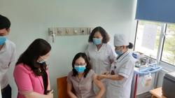 Yên Bái: 111 cán bộ, nhân viên y tế tuyến đầu tiêm vaccine Covid-19