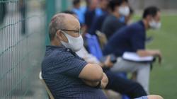 """Đến xem U18 Việt Nam, thầy Park lập tức bị HLV Troussier """"gạ kèo"""" lạ"""