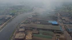 Ô nhiễm kinh hoàng ở làng giấy Phú Lâm: Khói bụi tỏa đen trời, nước độc thải tràn đất